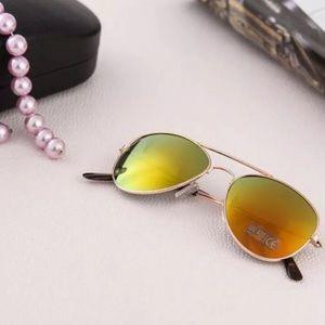 Yellow/green Mirrored polarized Aviator Sunglasses